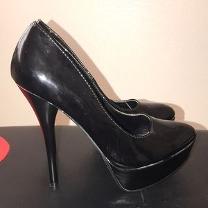 Call it Spring Black 5in size 8 heels 👠